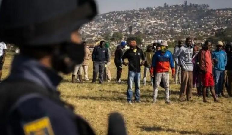 Các cảng ở Nam Phi bị gián đoạn hoạt động bởi bạo lực diễn ra