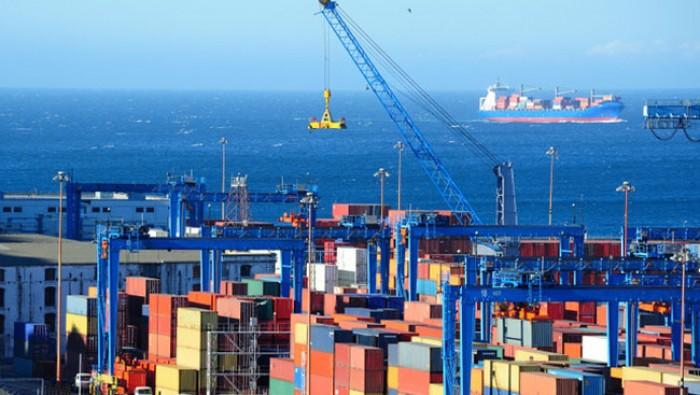 Điều gì đang xảy ra với mạng lưới vận tải biển Việt Nam và thế giới? Liệu sẽ xuất hiện hiệu ứng 'domino' khi hàng trăm container ùn ứ, giá cước tăng mạnh?